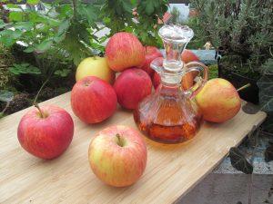 Obuolių actas – valiklis, kosmetika ir maisto produktas viename buteliuke