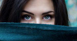 Šaltasis sezonas sukelia stresą veido odai – kokias priemones rinktis