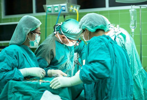 Pasaulio praktikoje tokio atvejo dar nebuvo: transplantuoti COVID-19 sirgusio donoro inkstai