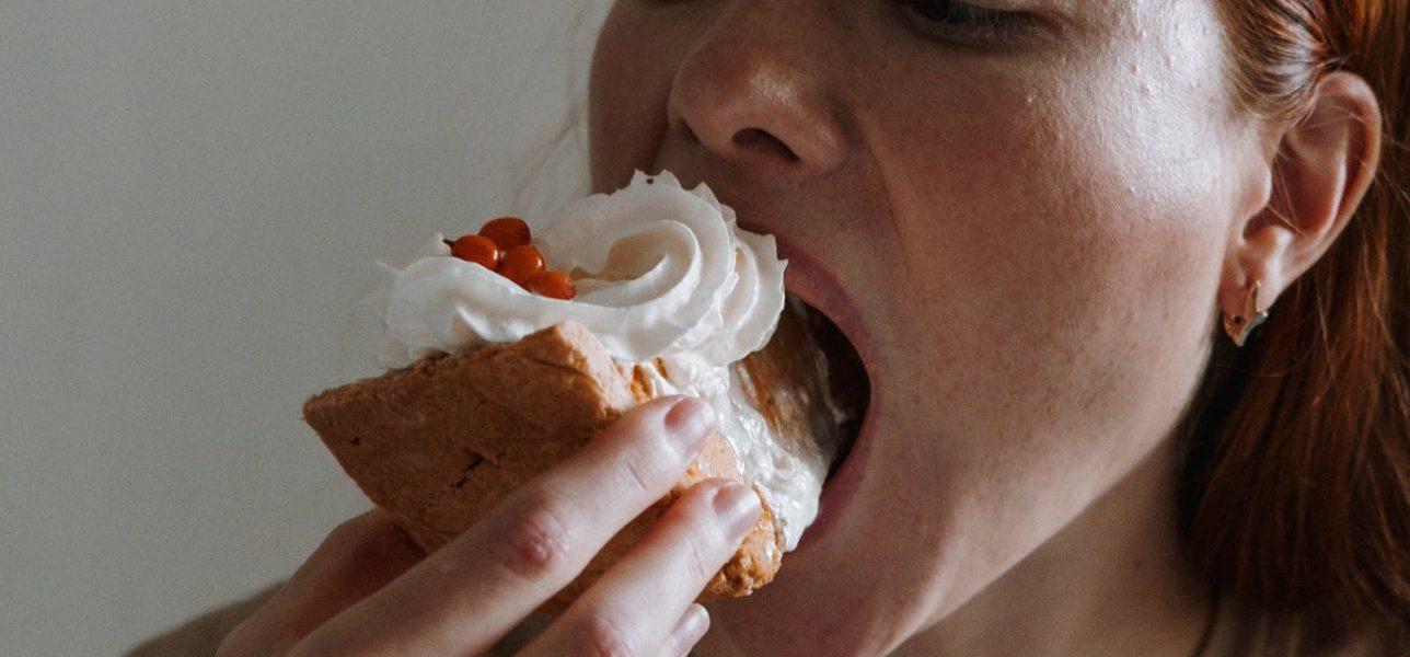 Dietologė įvardijo priežastis, kodėl net ir pavalgius kartais kamuoja alkio jausmas