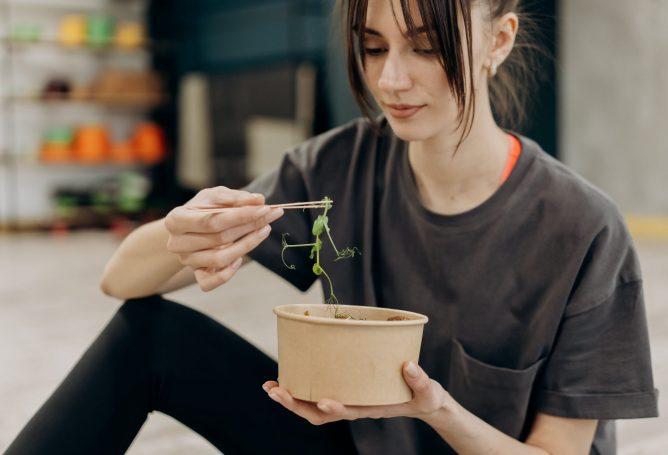 Dietologė pataria: ką turėtume valgyti, kad pavasarį pasitiktume kupini energijos