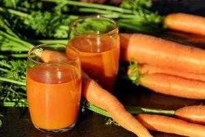 Šviežios morkos – ne tik regėjimui, bet ir organizmui stiprinti: įdomūs faktai ir pyrago receptas