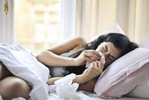Covid-19 ir peršalimo simptomai gali būti tokie pat, kaip pavasarį neužsidaryti namuose