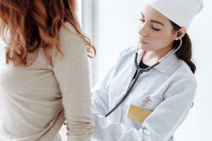 """Sveikatos specialistai: vasara – tinkamiausias metas """"sugrįžti"""" pas gydytojus"""