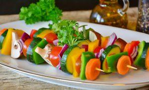 Daržovių valgymas: dietistė V. Kurpienė pasidalijo auksinėmis lėkštės taisyklėmis